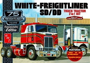 Freightliner  SD/DD (2 n' 1) Single Drive Day Cab or Dual Drive with Sleeper (1/25) (fs) Damaged Box