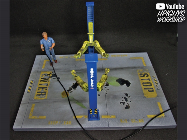 AMT PP17 Get On Up 2 post hydraulic lift plastic model kit 1//25