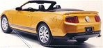 2010 Ford Mustang Convertible Plastic Model Kit (Snap Kit) 1/25 (fs)