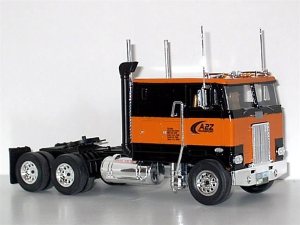 Peterbilt Cabover 352 (Snap Kit) 1/32 (fs)